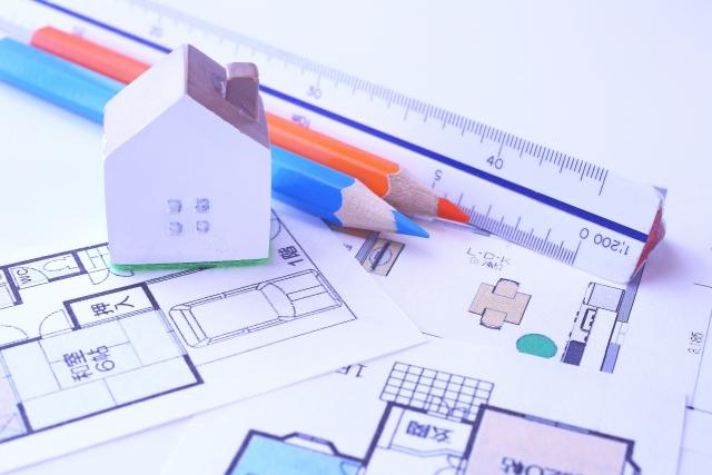 家の間取り図と三角スケール