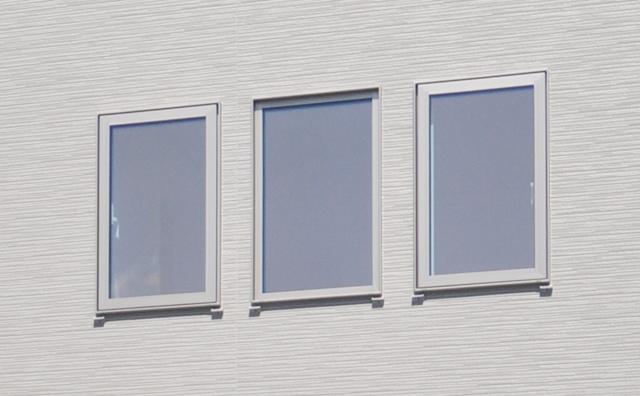 3枚並んだ窓ガラス